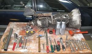 Operationsbord med verktyg och växellåda