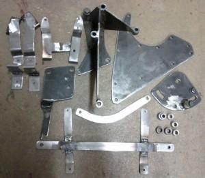 Metallkonsoler till motorn