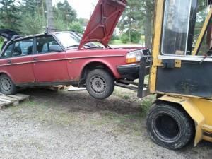 Truck lyfter bil